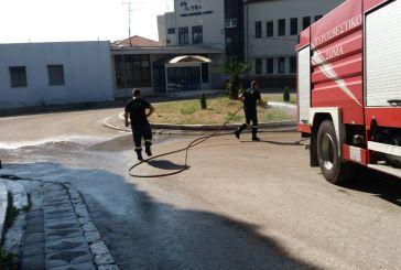 Η Πυροσβεστική καθάρισε το παλαιό Νοσοκομείο Αγρινίου