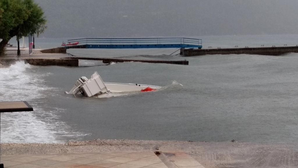 Πρωινό μπουρίνι στον Μύτικα- ζημιές σε σκάφη