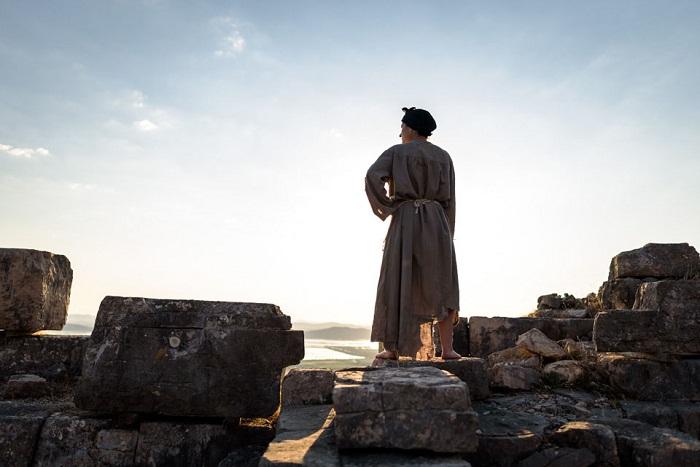 Δωρεάν μετακίνηση προς το Αρχαίο Θέατρο Στράτου για «το σπίτι της Μπερνάρντα Άλμπα»
