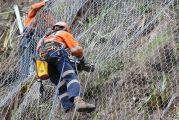 Πλέγματα για τους βράχους στα επικίνδυνα σημεία του δρόμου Καρπενησίου-Προυσσού