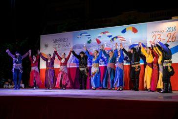 Χοροί και μουσική πλημμυρίζουν το κέντρο του Αγρινίου