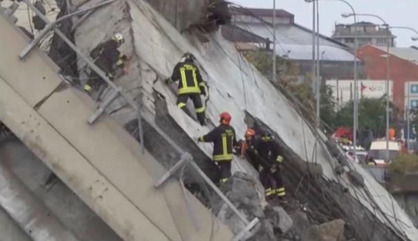 Γένοβα: Η συγκλονιστική στιγμή της κατάρρευσης της γέφυρας- «Ω θεέ μου, ω θεέ μου» (videos)