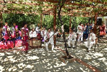 Κινέζοι, Μαλαισιανοί και Ρώσοι χόρεψαν για τους ηλικιωμένους του γηροκομείου Αγρινίου (φωτο)