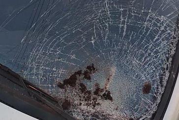 Αγρίνιο: πάλι καλά που η γλάστρα πέτυχε…αμάξι και όχι κάποιον περαστικό (φωτο)