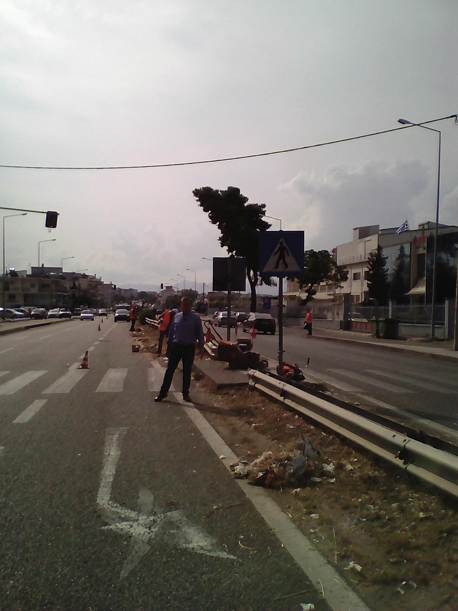 Εργασίες καθαρισμού στην Εθνική Οδό  από τον δήμο Αγρινίου