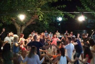 Μεγάλη συμμετοχή στην μουσικοχορευτική βραδιά στο Κρύο Νερό Τριχωνίδας (φωτο)