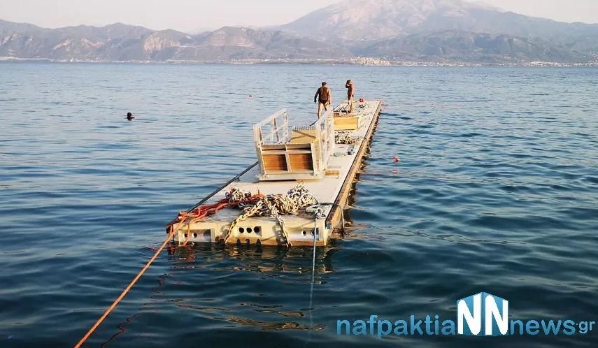 Στο λιμάνι της Ναυπάκτου η πλωτή εξέδρα (φωτογραφίες & βίντεο)