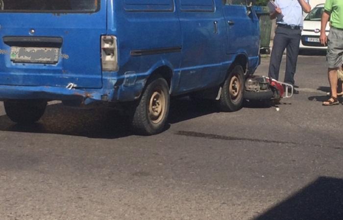 Τροχαίο με τραυματισμό δικυκλίστριας στο Αγρίνιο- Την έσωσε το κράνος