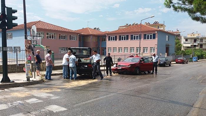 Αγρίνιο: Σφοδρή σύγκρουση οχημάτων στη διαστάυρωση της περιμετρικής με την οδό Γούναρη