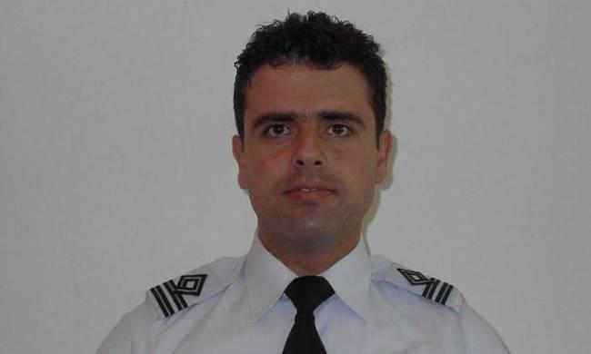 O Νικόλαος Βασιλείου  είναι ο νεκρός κυβερνήτης του εκπαιδευτικού αεροσκάφους
