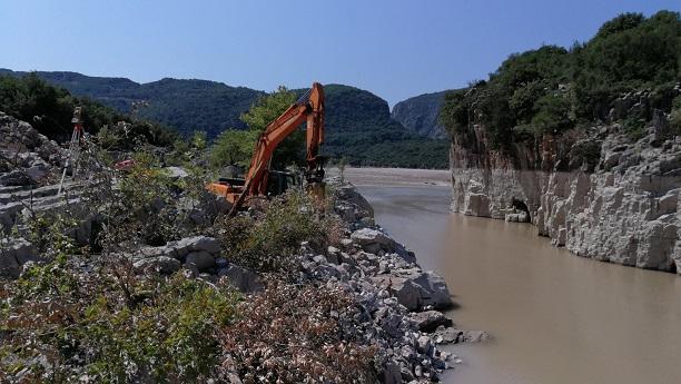 Εντατικά τα έργα για τη νέα γέφυρα στα Βρουβιανά που θα ενώνει Βάλτο με Ευρυτανία