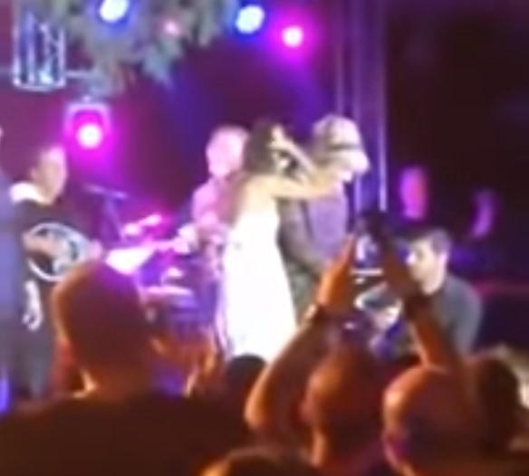 Πρόταση γάμου σε live της Νατάσας Θεοδωρίδου στη Ναύπακτο (video)