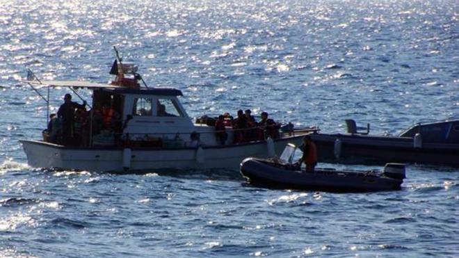 Εντοπίστηκε πλοιάριο με 60 μετανάστες στο Αντίρριο