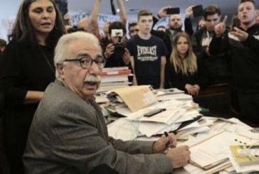Το χάος στο γραφείο του Γαβρόγλου έγινε θέμα – Τα ειρωνικά σχόλια