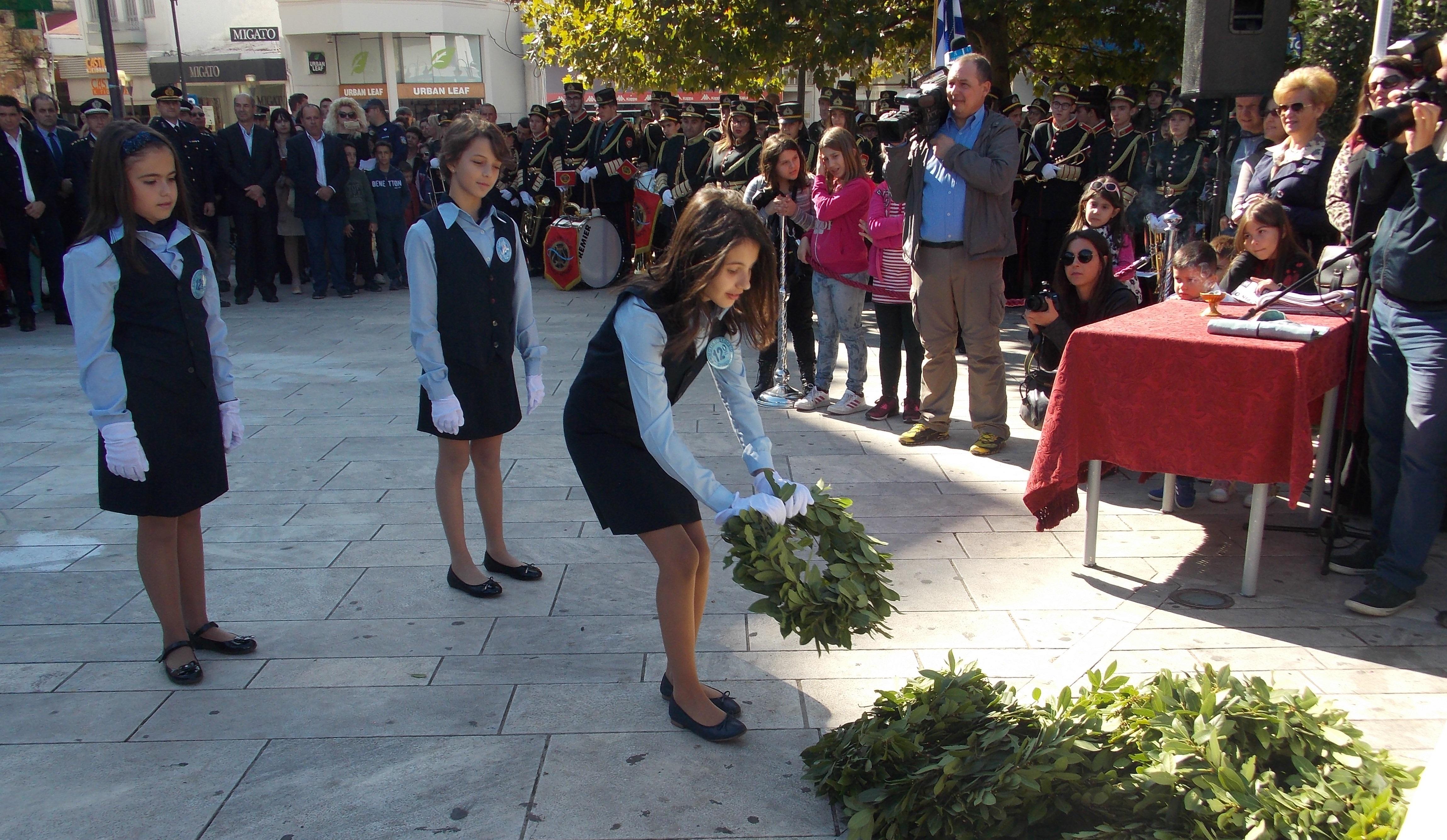 Aγρίνιο: οι μαθητές τιμούν τους Ήρωες του Έπους του ΄40 (φωτό)