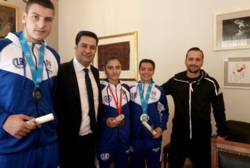 Τους αθλητές του «Θησέα» που διακρίθηκαν στο Παγκόσμιο Πρωτάθλημα Kick Boxing τίμησε ο δήμαρχος
