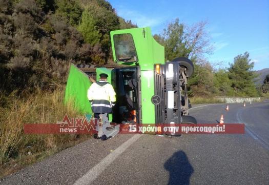 Τούμπαρε φορτηγό στην Άνω Βασιλική- στο νοσοκομείο ο οδηγός (φωτο)