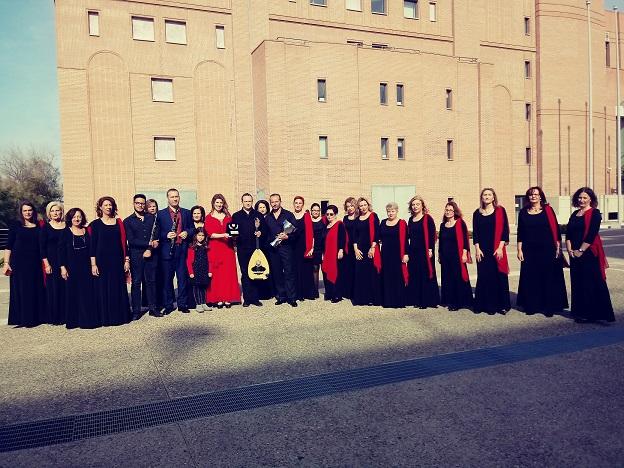 """H Αγρινιώτικη χορωδία """"Αγία Σκέπη"""" βραβεύτηκε για τη συμβολή της στην ανάδειξη της παραδοσιακής μουσικής"""