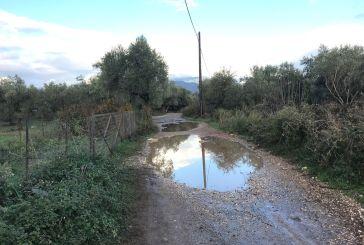 Απροσπέλαστοι αγροτικοί δρόμοι στο Παναιτώλιο