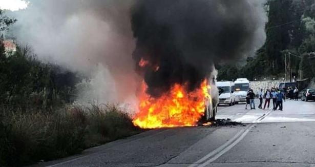 Λευκάδα: Φωτιά σε λεωφορείο του ΚΤΕΛ (βίντεο)