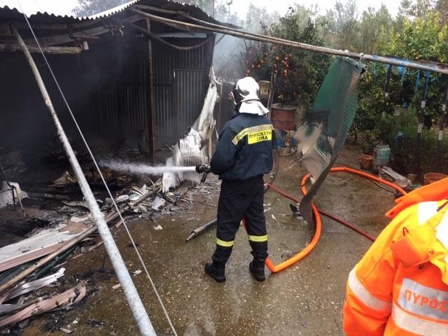 Φωτιά προκάλεσε μεγάλες ζημιές σε κατοικία στον Άη Γιάννη Ρηγανά Αγρινίου (φωτό)