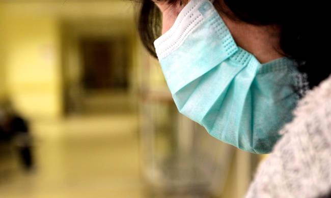 Κορωνοϊός: Αν υποψιάζεστε ότι έχετε κολλήσει τον ιό, μην πηγαίνετε στα νοσοκομεία -Πού θα τηλεφωνήσετε