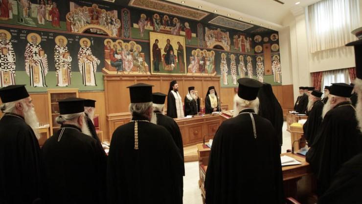 Δεν πέρασε από την Ιεραρχία η πρόταση για τη μισθοδοσία των κληρικών – Οι εκρηκτικοί διάλογοι