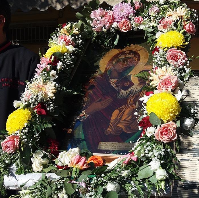 Ιερά λιτάνευση στα Καλύβια για το θαύμα της «Παναγίας της Γρίπης» (φωτο)