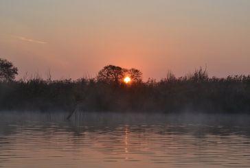 Η λίμνη Οζερός με το πρώτο φως της ημέρας (φωτο)