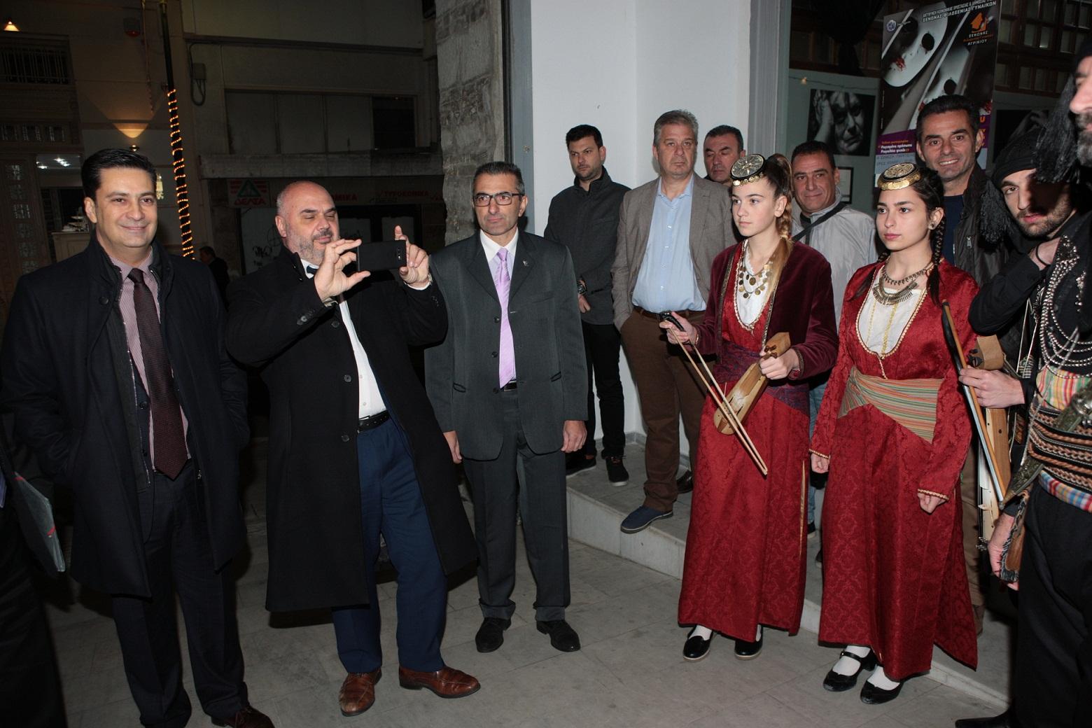 Το Αγρίνιο υποδέχθηκε τους ευρωπαίους δημοσιογράφους και τίμησε τον Έλληνα Δήμαρχο των Βρυξελλών