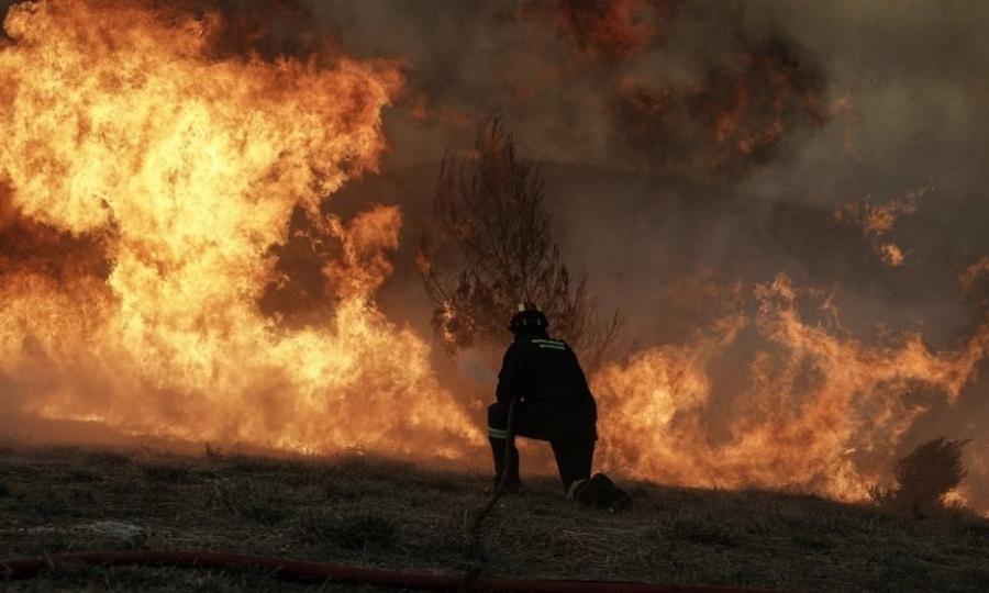 Μεγάλη φωτιά κοντά στο Ευηνοχώρι