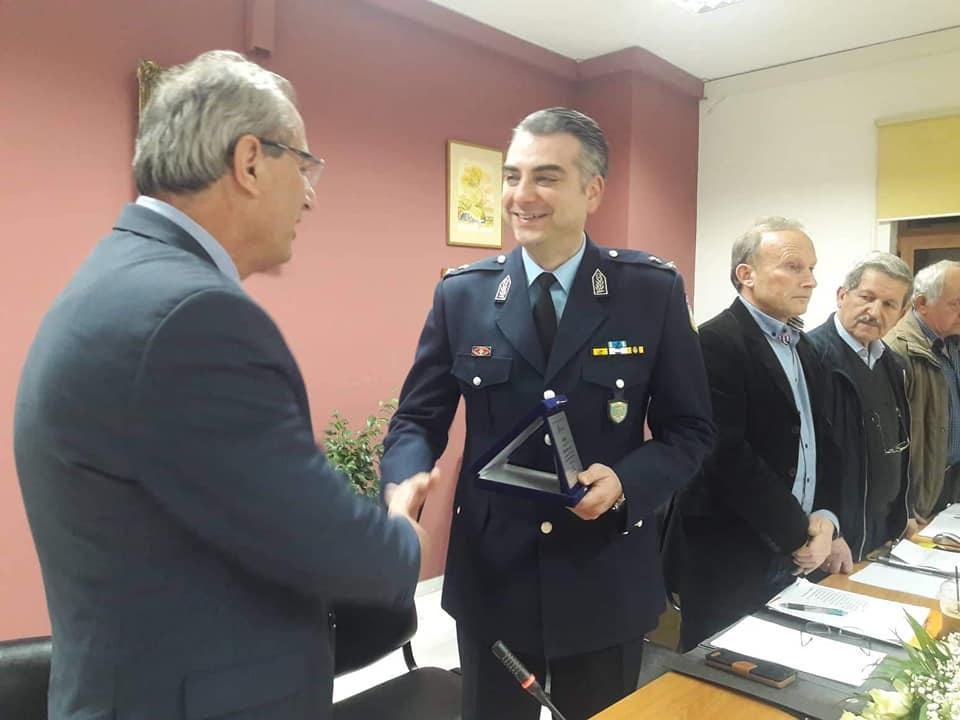 Το δημοτικό συμβούλιο Θέρμου τίμησε τον απερχόμενο διοικητή του Αστυνομικού Τμήματος