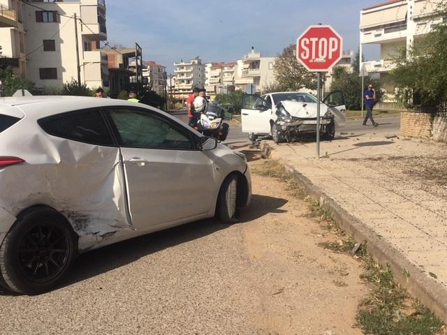 Αγρίνιο: Τροχαίο στην οδό Πανεπιστημίου , μια γυναίκα στο Νοσοκομείο
