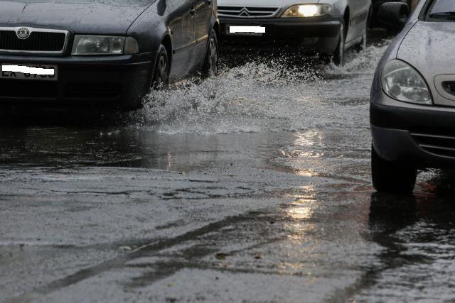 Χαλίκι Αιτωλικού: δυσχέρεια στην κυκλοφορία στην Εθνική Οδό λόγω χείμαρρου!