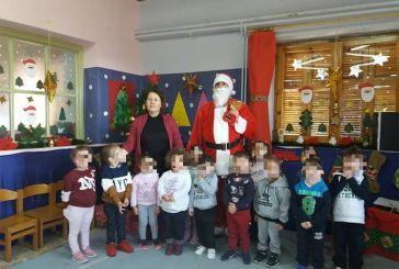 Ο  Άγιος Βασίλης σε Παιδικούς και Βρεφονηπιακούς Σταθμούς του Αγρινίου (φωτο)
