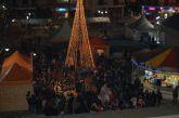 Φωταγωγήθηκε το Χριστουγεννιάτικο δένδρο στο Μεσολόγγι (φωτο)