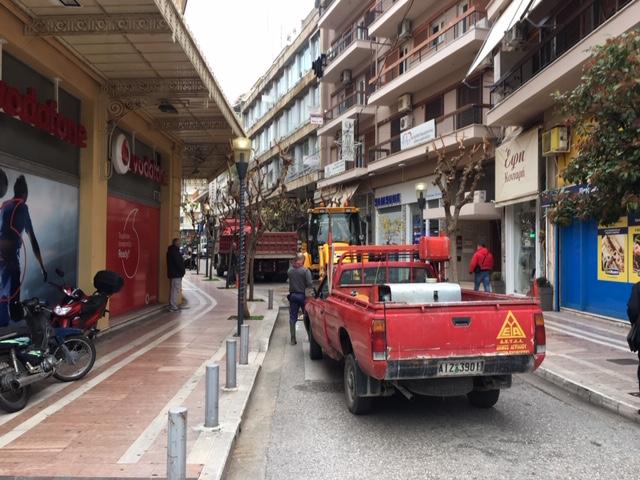 Κυκλοφοριακό «έμφραγμα» στο κέντρο του Αγρινίου λόγω βλάβης σε αποχέτευση