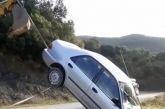 «Άγιο» είχε οδηγός οχήματος που έπεσε στον γκρεμό στον επικίνδυνο δρόμο στα Σιτόμενα (βίντεο)