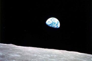 «Η γη απ' τη σελήνη»