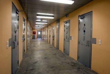 Τι θα έκανες αν πετύχαινες βιαστή και φονιά στη φυλακή;