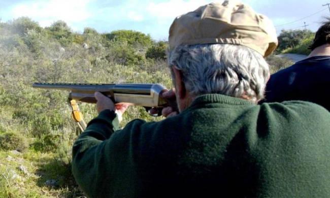 Για ανθρωποκτονία από αμέλεια κατηγορείται ο 86χρονος που σκότωσε άλλον κυνηγό στο Θέρμο