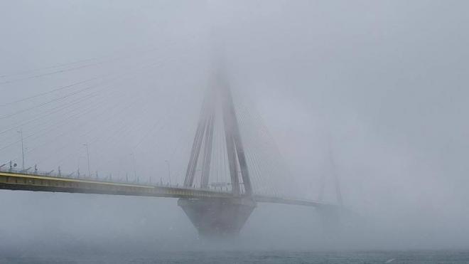 Άνδρας απειλoύσε να αυτοκτονήσει από τη Γέφυρα Ρίου Αντιρρίου