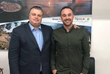 Υποψήφιο για την Μάστρο ανακοίνωσε ο Νίκος Καραπάνος