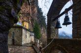 Το μοναστήρι της Παναγίας στα Άγραφα που είναι κρυμμένο σε σπηλιά σε απόκρημνο βράχο (φωτο)
