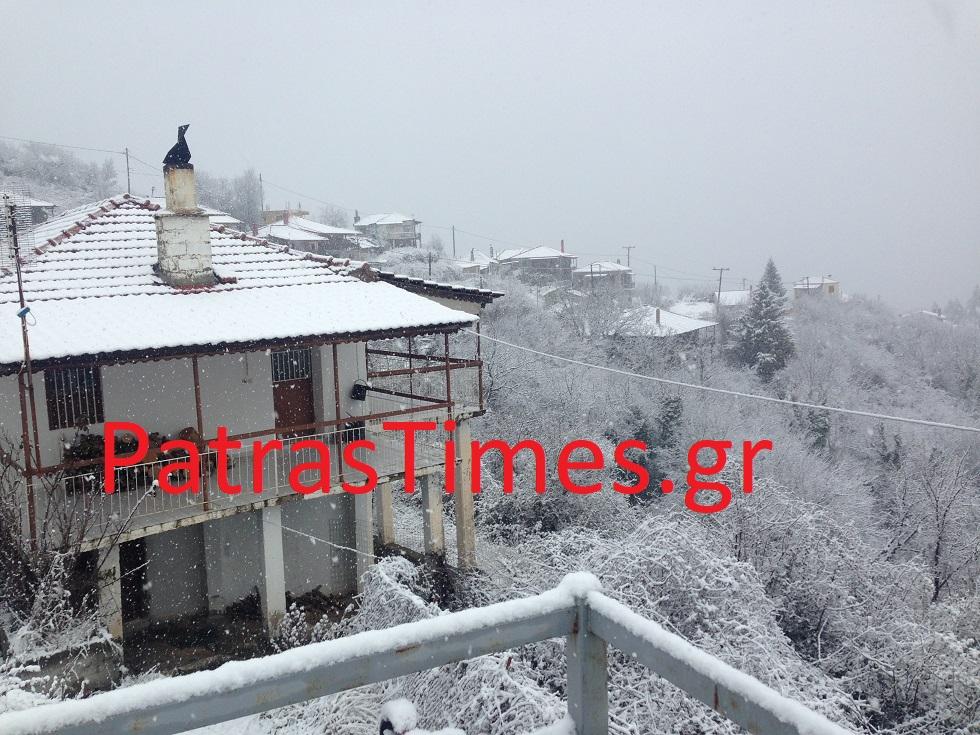 Στα λευκά και η Oρεινή Ναυπακτία – Xιονίζει από το πρωί
