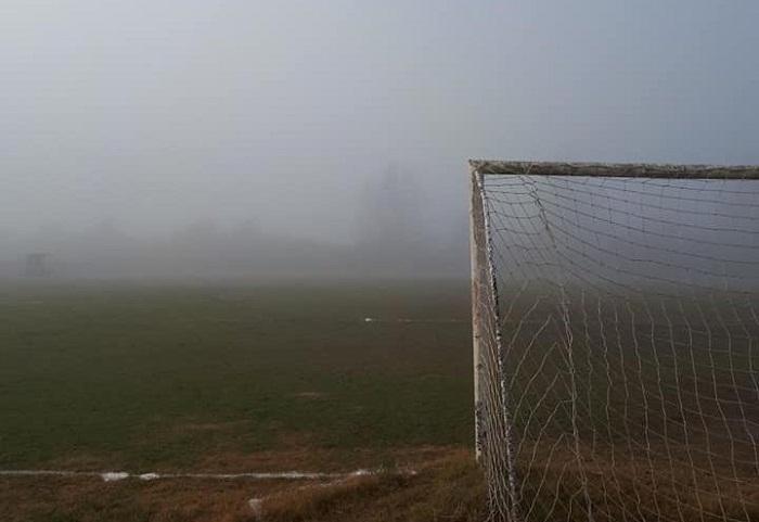 Το γήπεδο των Καλυβίων θύμισε τα… Λονδρέζικα (φωτο)
