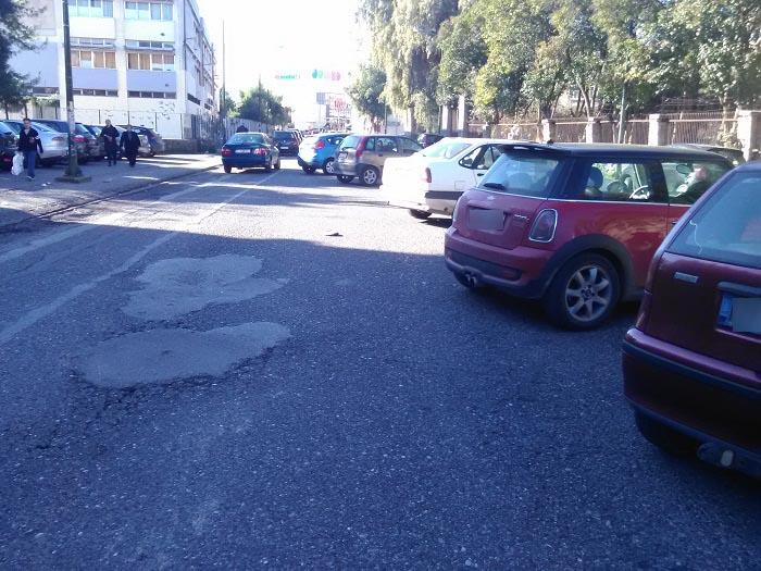 """Το πάρκινγκ """"το αφήνουμε ο ένας δίπλα στον άλλο μέχρι την εθνική"""" και πάλι στην οδό Μαβίλλη"""
