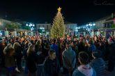 Φωταγωγήθηκε το χριστουγεννιάτικο δένδρο στο Θέρμο (φωτο)