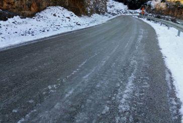 Παγωμένοι δρόμοι-παγίδες, δεν έχει πέσει αλάτι, στον Αετό Ξηρομέρου