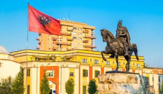 Μας πέρασε και η Αλβανία – Με 1.000 «τρέχει» η οικονομία της, καλύτερη πιστοληπτική αξιολόγηση από την Ελλάδα